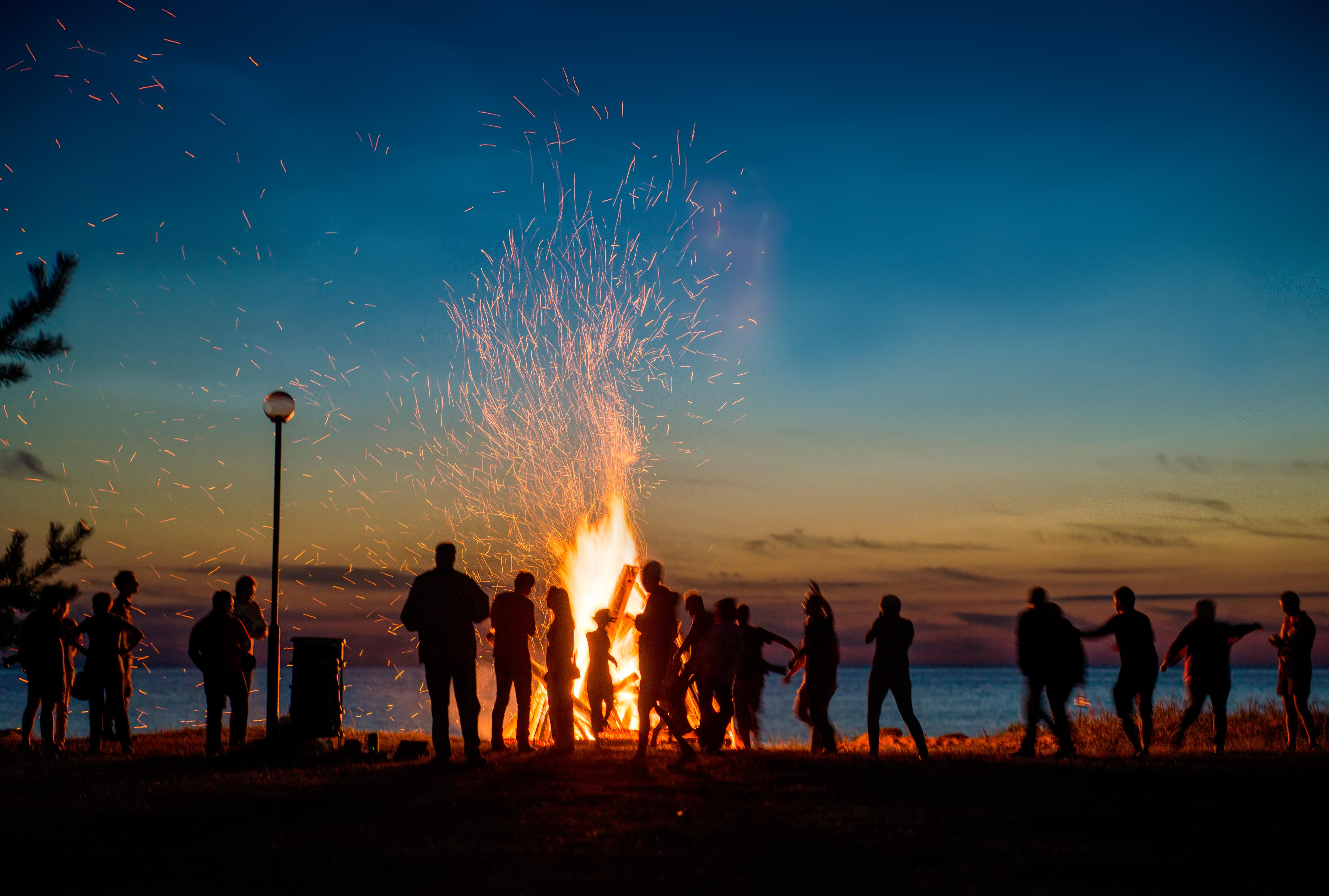 bonfire-camp