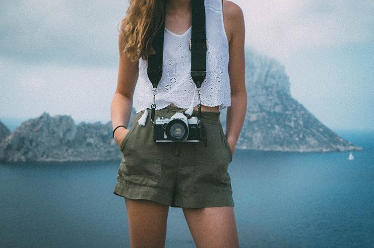 Camera-Travel-Mountains-Ocean