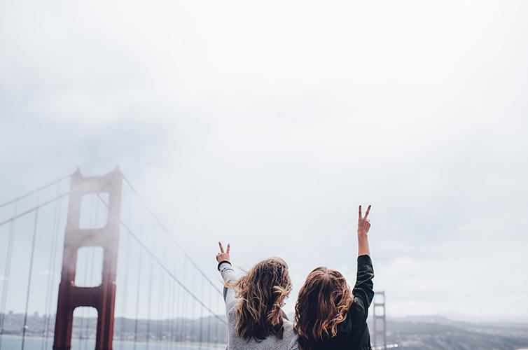 San-Francisco-Golden-Gate-Bridge-Friends-Travel