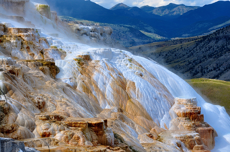 Yellowstone-National-Park-Montana-Wyoming-America-USA