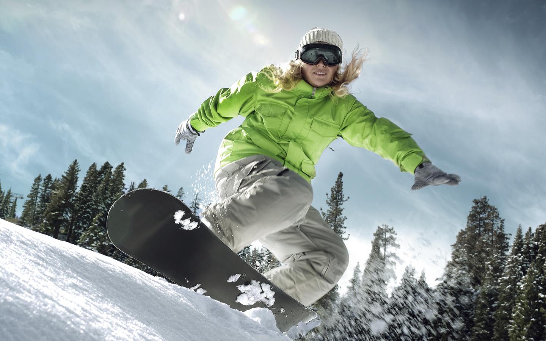 lady-skiing-snow